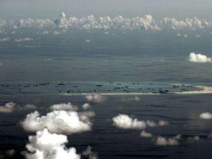 Um recife nas ilhas Spratly, fotografado em maio passado.