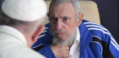 O papa Francisco com Fidel Castro em Havana em 2015.