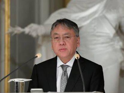 O prêmio Nobel de Literatura, Kazuo Ishiguro, oferece uma coletiva de imprensa depois da leitura de seu discurso de aceitação.