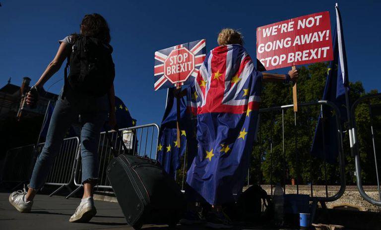 Em foto, protesto contra a suspensão do Parlamento, nesta quinta-feira em Londres