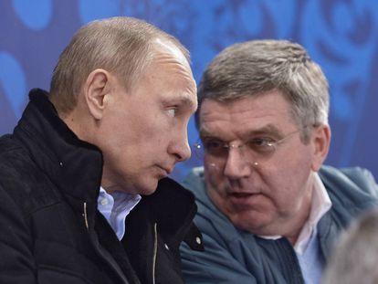 O presidente russo, Vladimir Putin, e seu homólogo do COI, Thomas Bach, em março de 2014.
