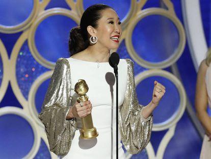 A atriz e anfitriã da cerimônia, Sandra Oh, levou o Globo de Ouro de melhor atriz de série dramática.