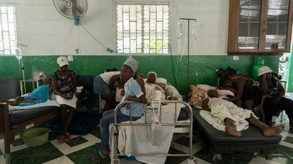 Hospitais saturados após o terremoto.