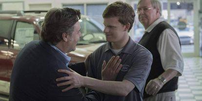 Russell Crowe e Lucas Hedges em uma cena do filme