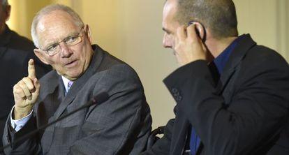Schäuble e Varoufakis, ministros de Finanças alemão e grego.