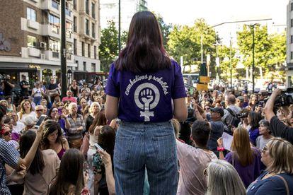 Concentração na sexta-feira 31 de maio na praça dos Cubos, em Madri, em memória de Verónica, a funcionária da Iveco que se suicidou no sábado 25 de maio.