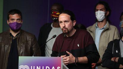 Pablo Iglesias, candidato do Podemos, discursa após a divulgação dos resultados eleitorais. Em vídeo, Iglesias anuncia que deixa a política depois do resultado desta terça.