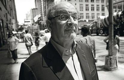 O escritor Salman Rushdie, em Nova York.