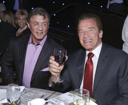 Sylvester e Arnold, já amigos e companheiros de tela, em uma cerimônia em Beverly Hills em 2014.