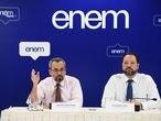O ministro da Educação, Abraham Weintraub, e o presidente do INEP, Alexandre Lopes, no dia 17 de janeiro de 2020, durante a divulgação das notas do ENEM, em Brasília.