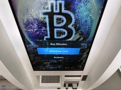 Um caixa eletrônico de bitcoin em Salem (Estados Unidos).