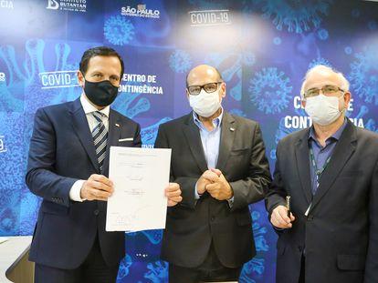 O governador João Doria visita o Instituto Butantan e assina acordo para testes de vacinas, no dia 10 de junho.