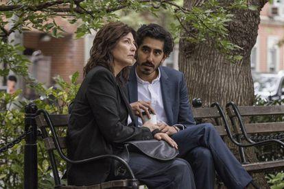 Catherine Keener e Dev Patel em 'When Cupid is a Praying Journalist', sobre as marcas e as consequências de histórias de amor importantes em nossa vida.