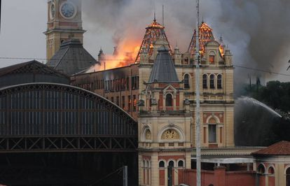 Museu da Língua Portuguesa em chamas.