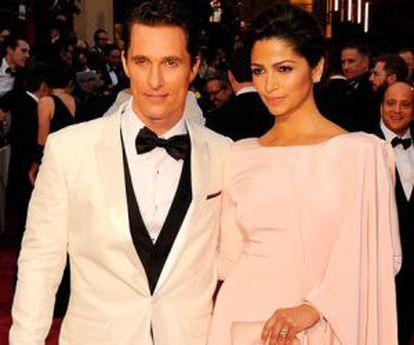 A modelo e o marido na cerimônia dos Oscar, em abril deste ano.