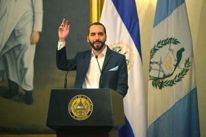 Bukele discursa durante ato público em El Salvador nesta segunda-feira.