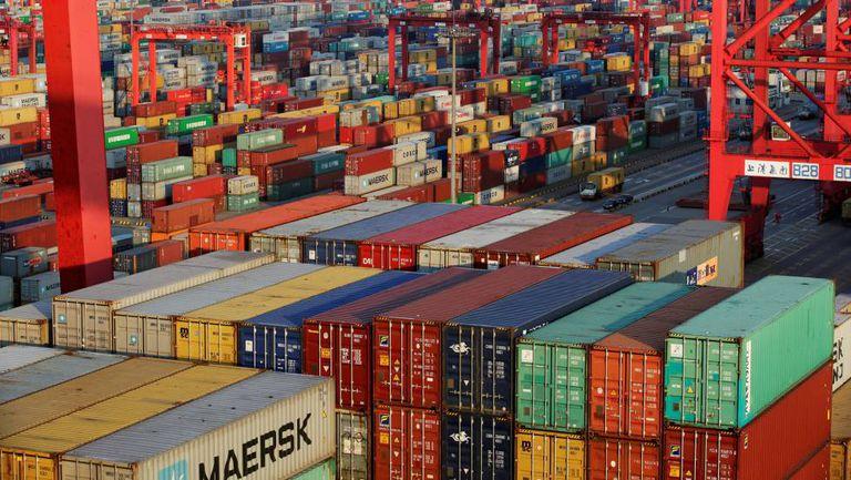 Contêineres em um porto da China.
