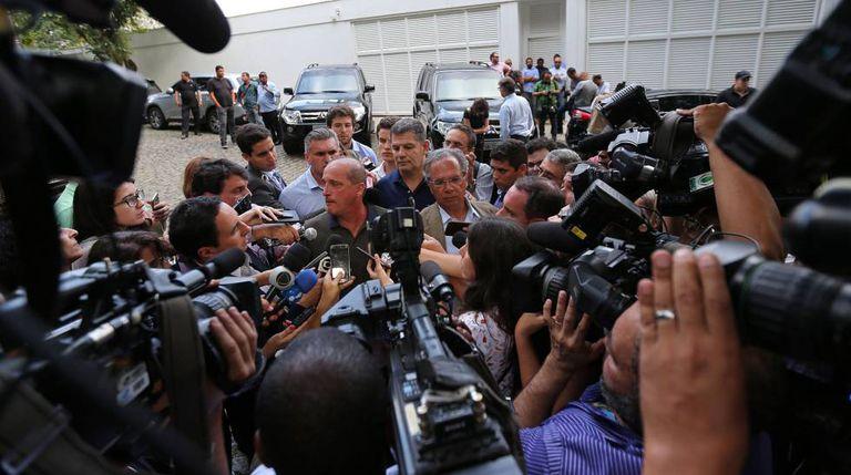 Membros da equipe de Bolsonaro concedem entrevista coletiva no RJ nesta terça-feira, 30