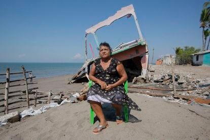 Alejandrina Calderón, moradora de Cedeño, perdeu cinco propriedades para o mar.