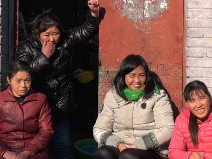 Mulheres imigrantes do bairro de Heiqiaocun.