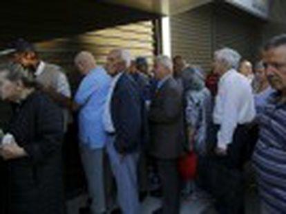 Governo grego adota medidas para aliviar o peso das restrições econômicas adotadas para evitar um colapso financeiro