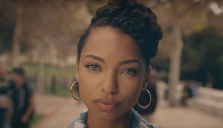Sam White, a protagonista da série 'Dear White People'.