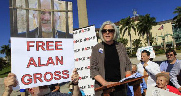 A esposa de Alan Gross durante manifestação pela sua libertação.