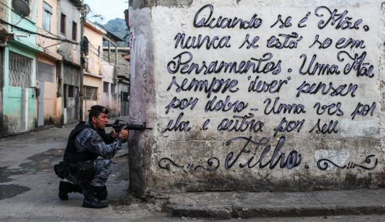 Operação policial na zona oeste do Rio no dia 13 de março.