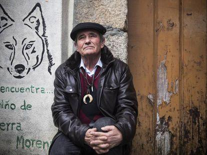 Marcos Rodríguez Pantoja no último sábado diante de sua casa em Rante