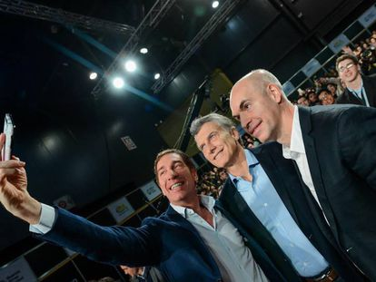 Mauricio Macri (centro), Diego Santilli (esquerda) e Horacio Rodríguez Larreta.