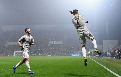 Cristiano comemora um gol contra o Sassuolo, em Reggio nell'Emilia.