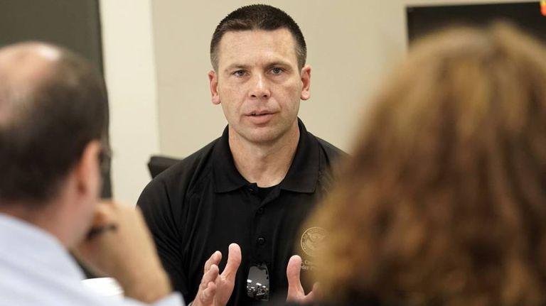 Kevin McAleenan, comissário de Alfândega e Proteção de Fronteiras dos EUA, durante um encontro com jornalistas nesta segunda-feira em McAllen (Texas).