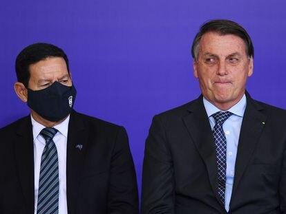 Bolsonaro ao lado do vice-presidente Hamilton Mourão, no último 9 de novembro.
