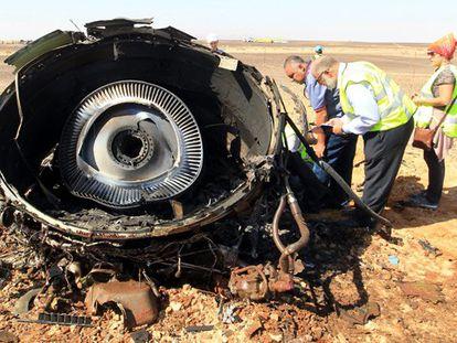 Restos do avião   Foto: KHALED ELFIQI / Vídeo: REUTERS