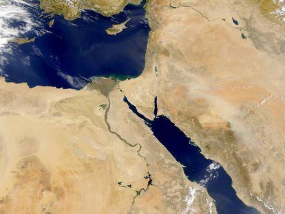 O Egito sempre viveu ao longo do rio Nilo.
