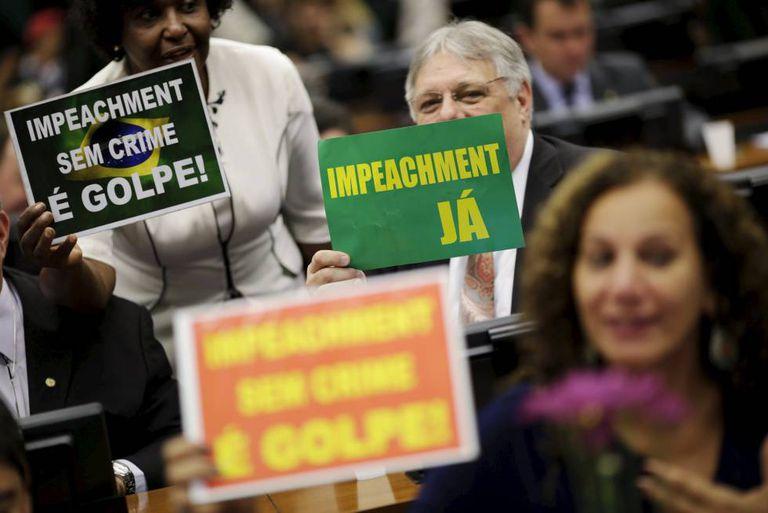 Deputados na Comissão do Impeachment.