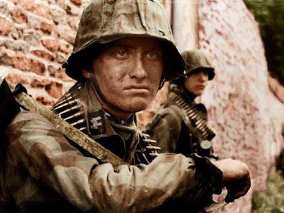 Soldados das Waffen-SS em campanha.