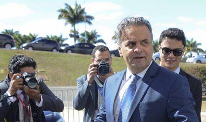 Aécio Neves retorna ao Senado nesta terça
