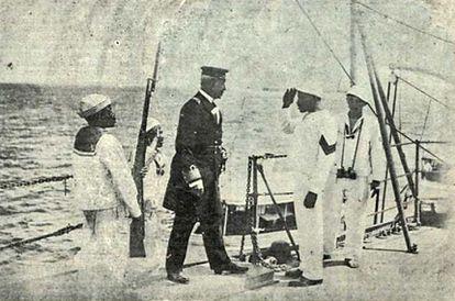 Após fim da revolta, marujos devolvem comando de encouraçado a oficial da Marinha