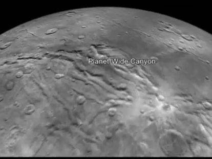 Voe sobre Caronte, a maior lua de Plutão