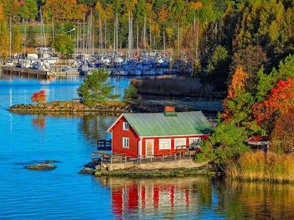 Cabana de verão no arquipélago de Turku, na Finlândia.