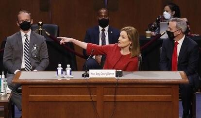 Amy Coney Barrett, juíza indicada à Suprema Corte dos EUA, fala no Congresso, nesta terça.
