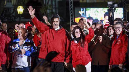 Maduro e sua mulher, Cilia Flores, após as eleições.