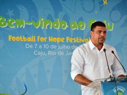 """Ronaldo se defende da fama de """"oportunista"""", mas cria outra polêmica"""