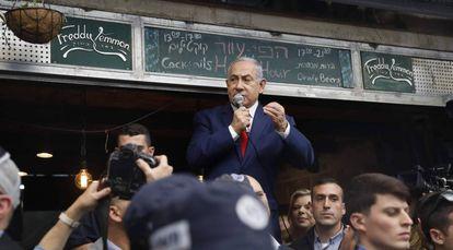 O primeiro-ministro israelense, Benjamin Netanyahu, na segunda-feira em um mercado de Jerusalém.