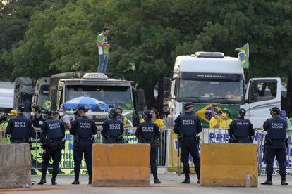 Polícia bloqueia a entrada do Supremo Tribunal Federal durante protesto de apoiadores de Bolsonaro, nesta quarta-feira, 8 de setembro.