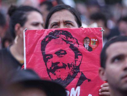 Manifestantes favoráveis ao ex-presidente protestam em Brasília nesta quarta-feira.