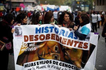 O grupo de filhos de repressores em sua primeira aparição pública, no dia 3 de junho, em Buenos Aires.