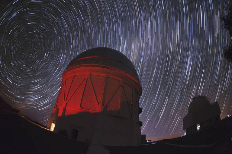 Telescópios como o da imagem (no Chile) ajudam a entender a origem do universo