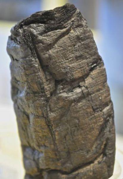 A erupção do vulcão submeteu o pergaminho 'PHerc.Paris. 4' a temperaturas de 320º. Qualquer tentativa de desenrolá-lo o romperia.